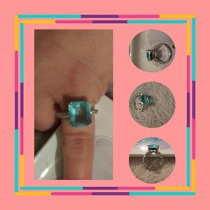 Like new size 6 silver ring!